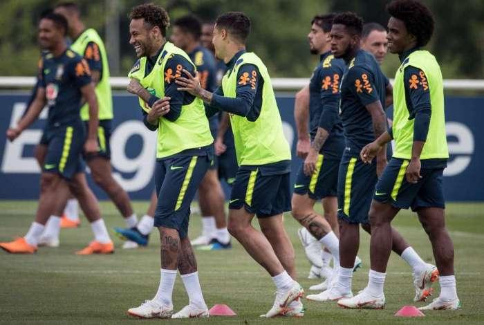 Neymar treinou normalmente nesta quinta-feira