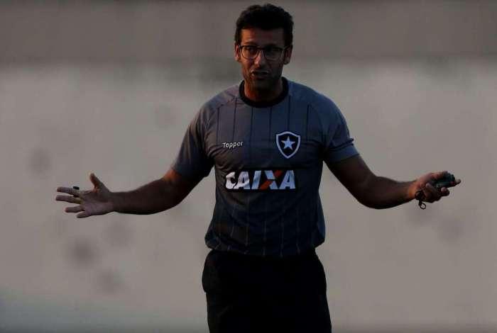 Alberto Valentim deve escalar Marcelo Benevenuto ao lado de Igor Rabello na zaga alvinegra contra o Bahia