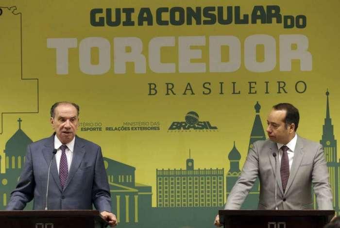 O ministro das Rela��es Exteriores, Aloysio Nunes Ferreira, e o ministro do Esporte, Leandro Cruz, participam do  lan�amento do Guia Consular do Torcedor Brasileiro