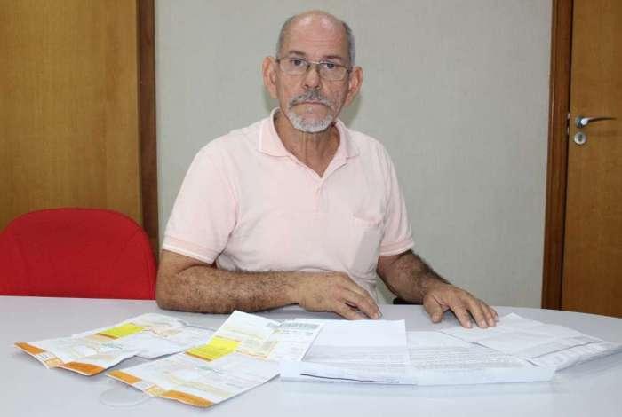 Edson Castro recebeu cobran�a atrasada da conta de luz. Ele pensa em mover a��o contra a empresa
