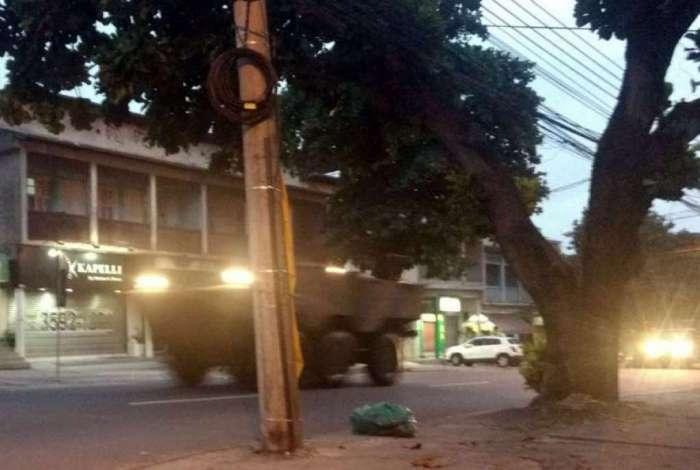 Veículos das Forças Armadas em Jacarepaguá