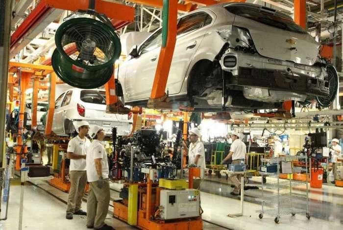 Linha de montagem do Complexo Industrial Automotivo da Chevrolet em Gravataí, no Rio Grande do Sul