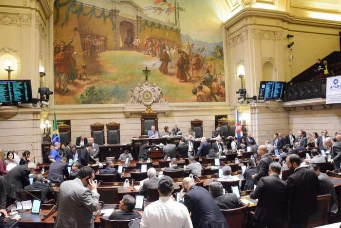 Câmara dos Vereadores: licitações sem transparência
