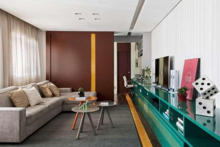 O morador deve pensar na harmonização da cor da parede com os móveis, pois, dessa forma, cria-se uma composição