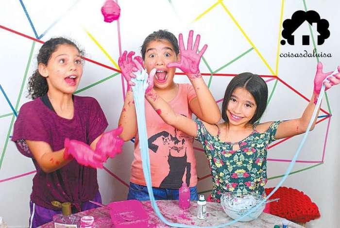 As amigas Sofia, 9 anos, Laura, 10 anos e Let�cia, 10 anos, se divertiram muito ao testarem duas receitas de slime