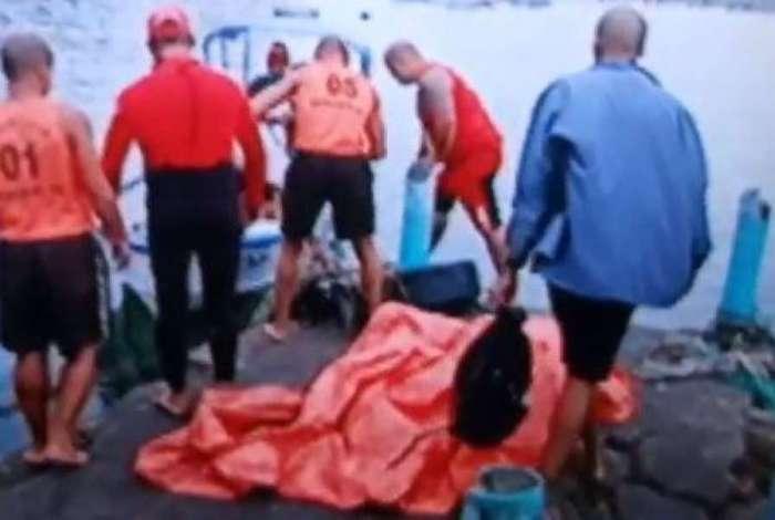 Embarcações pesqueiras naufragaram na Baía de Sepetiba