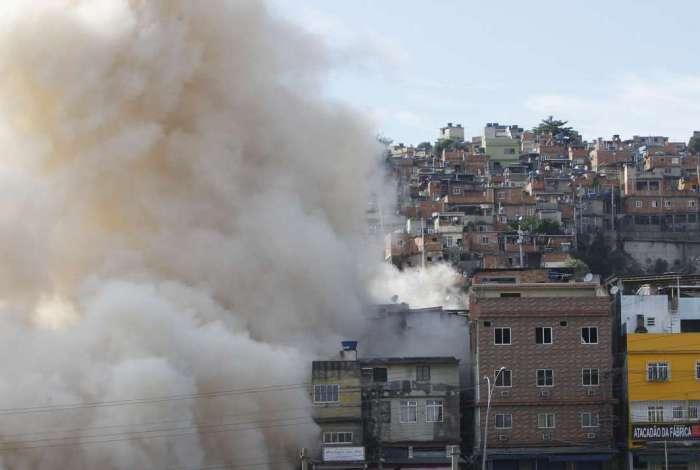 Implosão do predio na Mangueira Foto  Severino  Silva Agencia O Dia