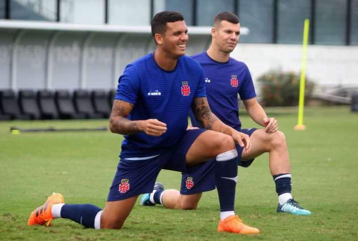 Ramon e Wagner no treino do Vasco