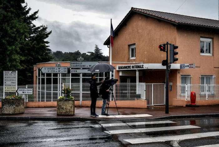 Quartel onde duas crian�as foram encontradas mortas em Limonest, na Fran�a