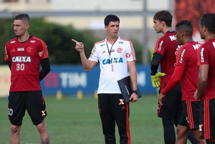 Em 18 jogos sob o comando de Mauricio Barbieri, o Flamengo venceu 11, empatou seis e perdeu s� um
