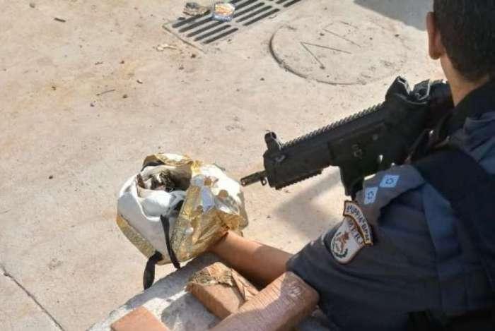 Agentes apreenderam 3kg de maconha e prenderam um criminoso em ações