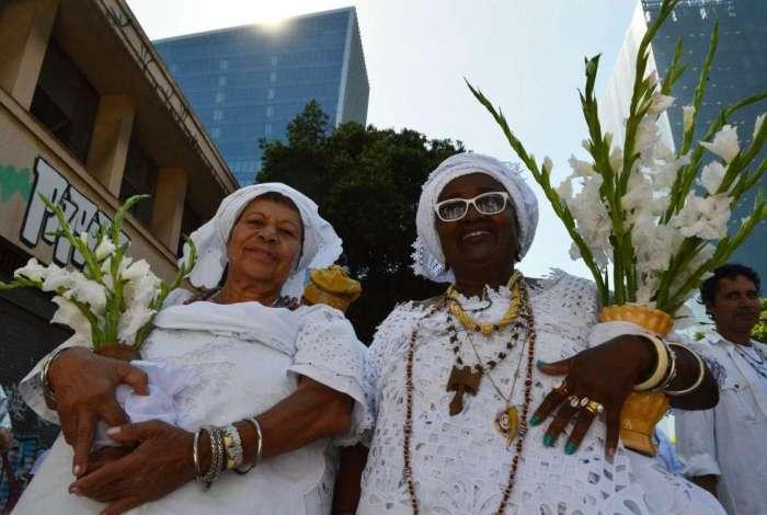 O rei Ooni Adeyeye Enitan Ogunwiusi, Ojaja ll de Ifé, líder espiritual para o povo iorubá, autoridade religiosa e detentor de grande influência política na Nigéria, recebendo homenagens de entidades Afro no Cais do Valongo, no Rio