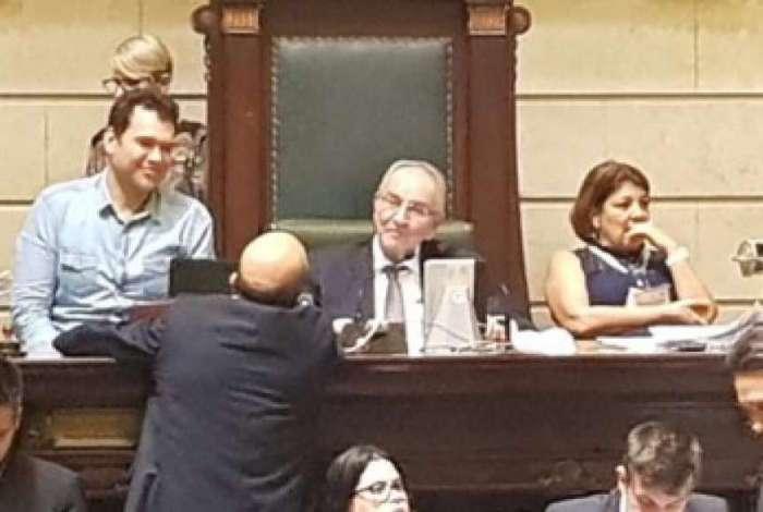 Secret�rio municipal da Casa Civil, Paulo Messina, ao lado do presidente da C�mara (MDB), Jorge Felippe