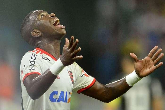 Venda de Vinicius Jr. encheu os cofres do Flamengo