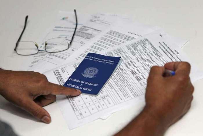Trabalhadores têm que reunir documentos que comprovem tempo trabalhado e conferir com o período do CNIS para saber se existem retroativos