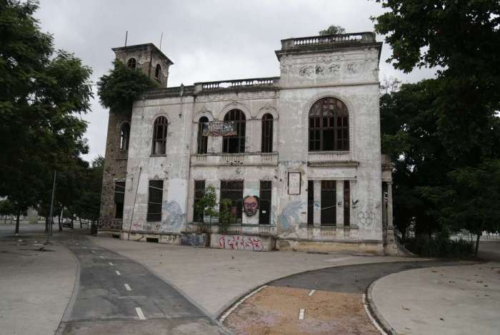 Na Aldeia Maracan�, o Museu do �ndio est� com muitas rachaduras
