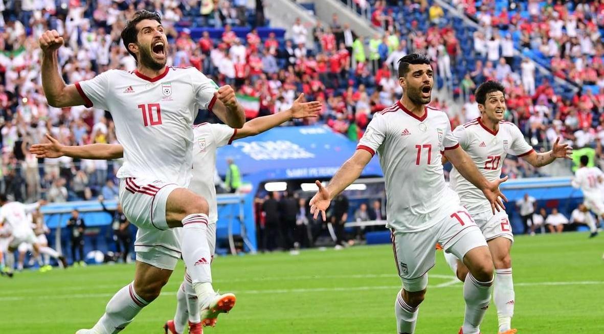 Jogadores do Irã vibram com a vitória