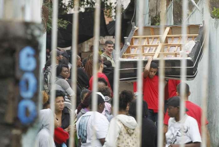 Operação envolvendo órgãos da Prefeitura do Rio, como a Guarda Municipal, e a PM cumpriu reintegração de posse em terreno na Rua São Luiz Gonzaga, em São Cristóvão