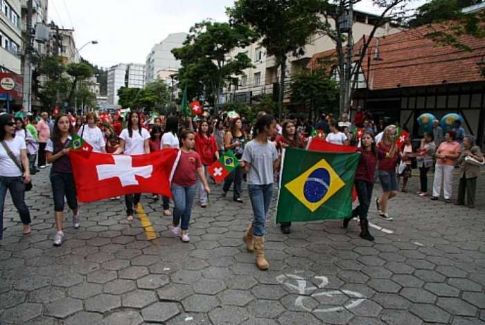 Su��os e brasileiros fizeram esquenta do encontro das torcidas em Nova Friburgo neste ano