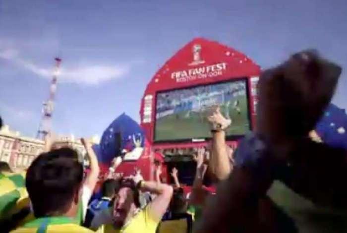 Torcedores brasileiros vibram com o p�nalti perdido por Messi