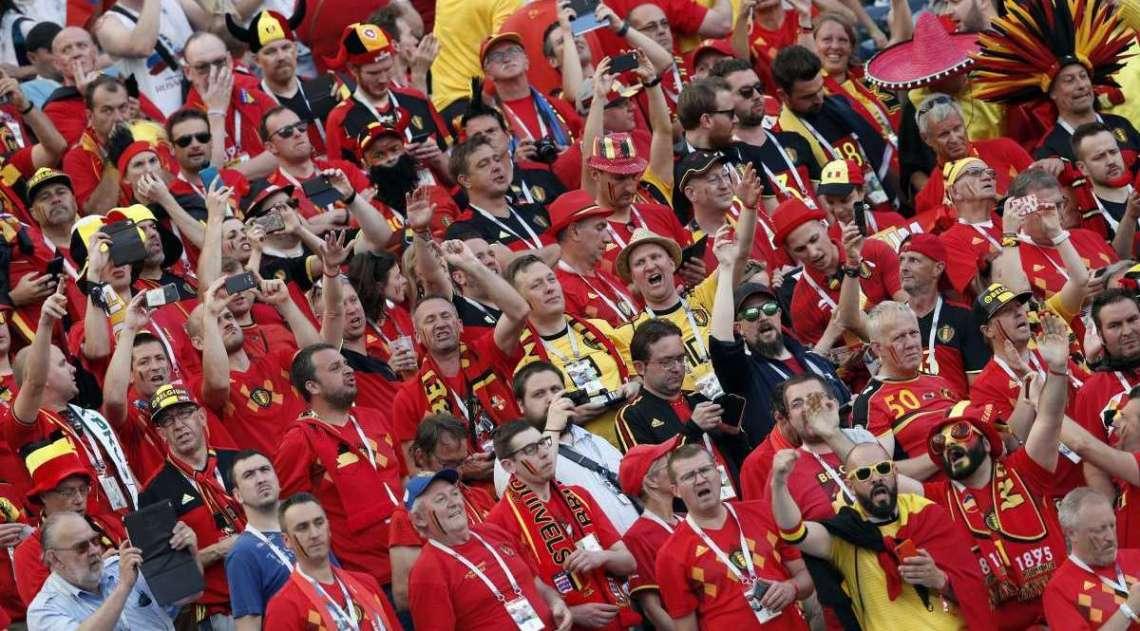 Belgas fazem festa na arquibancada