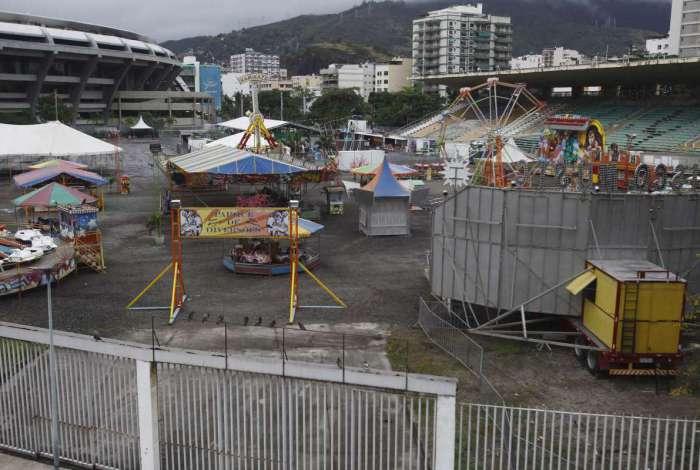 Com a pista destruída e arquibancada precária, o Estádio Célio de Barros deu lugar a um parque de diversões