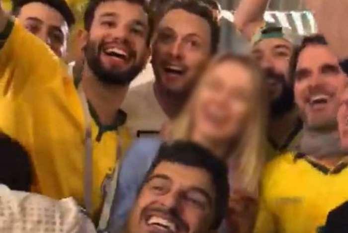 Homens brasileiros divulgam vídeo no qual hostilizam mulher estrangeira