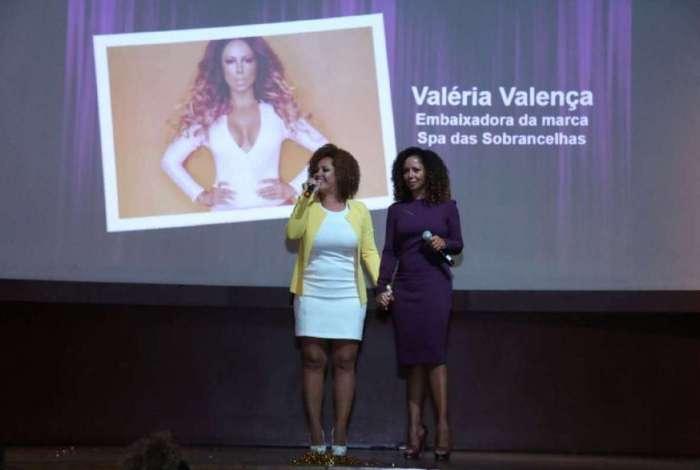 Valéria Valenssa e a empresária Jane Muniz