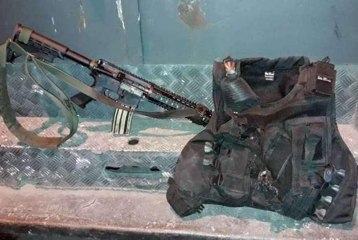 Um fuzil foi apreendido com o bandido