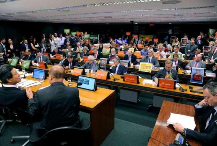 Comissão especial da Câmara debate relatório do deputado Luiz Nishimori sobre PL que estabelece mudanças na Lei dos Agrotóxicos