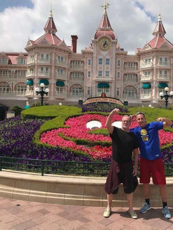 Luiz Fernando Guimarães e o amigo Marcelo Brou na Disney, em Paris