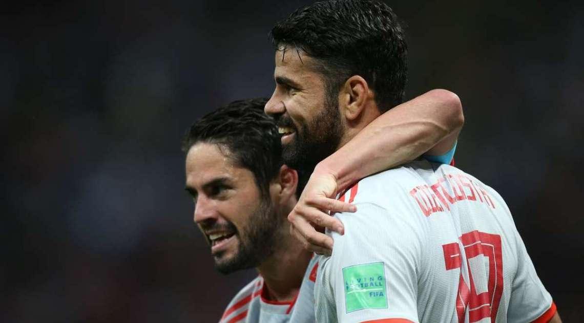 Jogadores da Espanha vibram com o gol