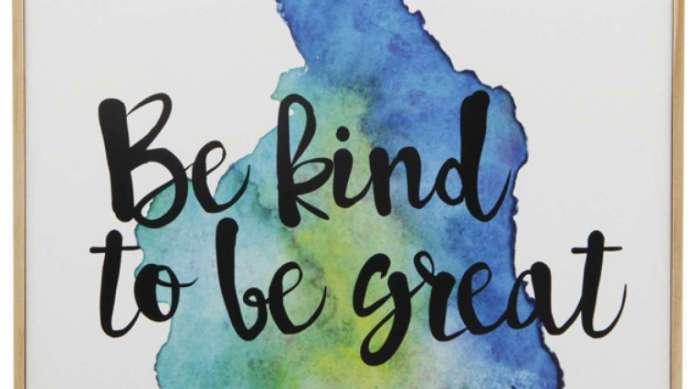 Quadro 'Be kind to be great' (em tradu��o livre: 'Seja gentil para ser �timo') (21 X 211 cm), da loja Tok&Stok. O item sai por R$ 45,50