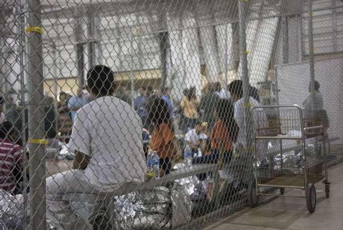 Pais têm enfrentado o complexo sistema de imigração americano para conseguir reaver seus filhos