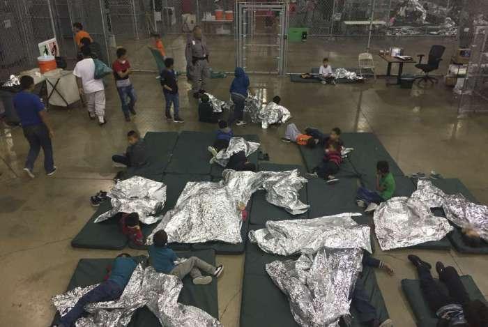 Mais de 2 mil crianças foram separadas de seus parentes, entre eles, 55 brasileiros, segundo o Itamaraty