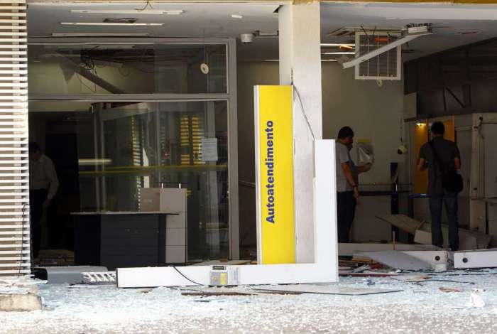 Após explodirem a agência, os bandidos trocaram tiros com PMs