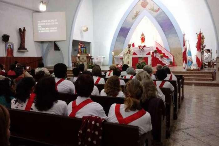 Recipientes são furtados de igreja na Praça Seca