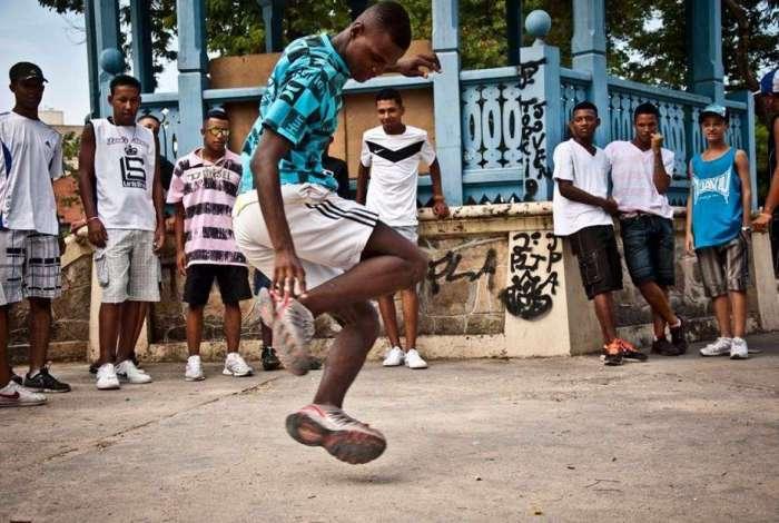 Cena do documentário A Batalha do Passinho, de 2013, cujo desejo era produzir imagens não estereotipadas da cultura das favelas