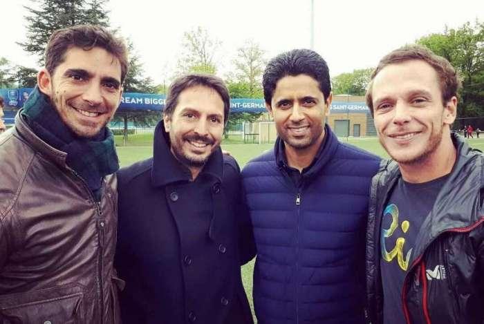 François, Oliver e Sidney com o presidente do PSG, Al-Khelaïfi (3º na foto)