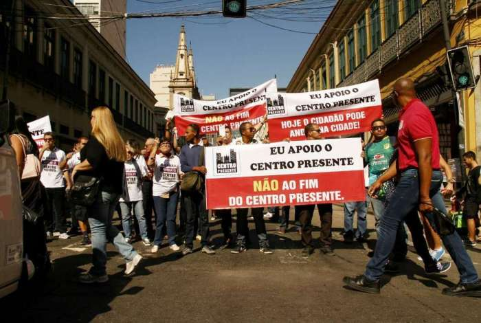 Protesto contra o fim do Centro Presente