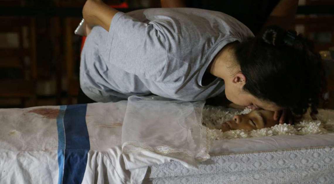 Corpo de adolescente é velado no Palácio da Cidade
