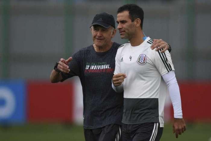 Rafa Marquez é proibido de utilizar camisa com patrocinadores do ... 41a40af1e535c