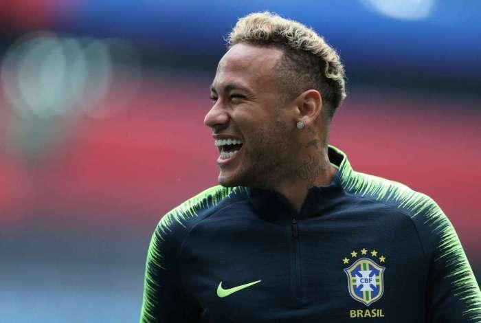 Neymar durante treino da sele��o brasileira em S�o Petersburgo