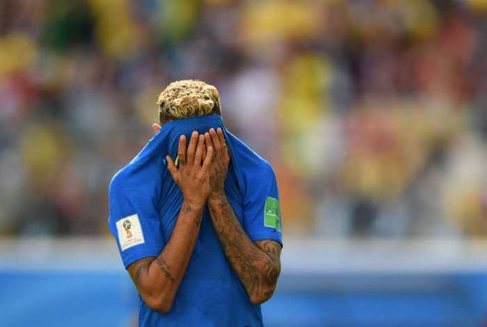 Brazil's forward Neymar reacts during the Russia 2018 World Cup Group E football match between Brazil and Costa Rica at the Saint Petersburg Stadium in Saint Petersburg on June 22, 2018. / AFP PHOTO / OLGA MALTSEVA / RESTRICTED TO EDITORIAL USE - NO MOBILE PUSH ALERTS/DOWNLOADS