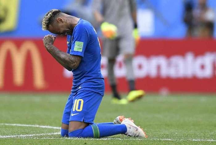 Neymar chora após vitória complicada contra a Costa Rica