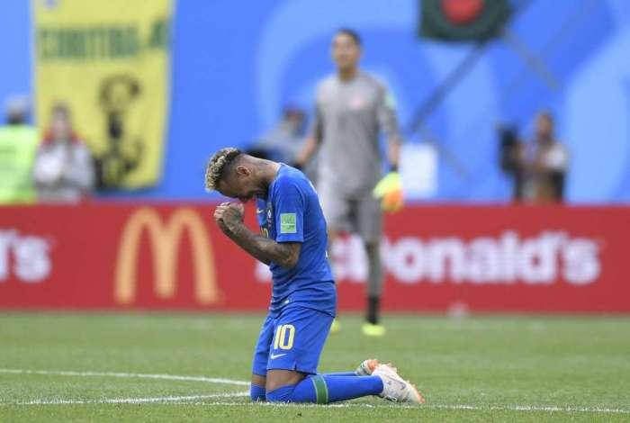 Neymar chora após o jogo entre Brasil e Costa Rica