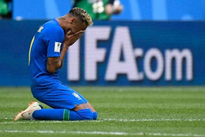 Neymar chora ao fim do vit�ria do Brasil sobre Costa Rica