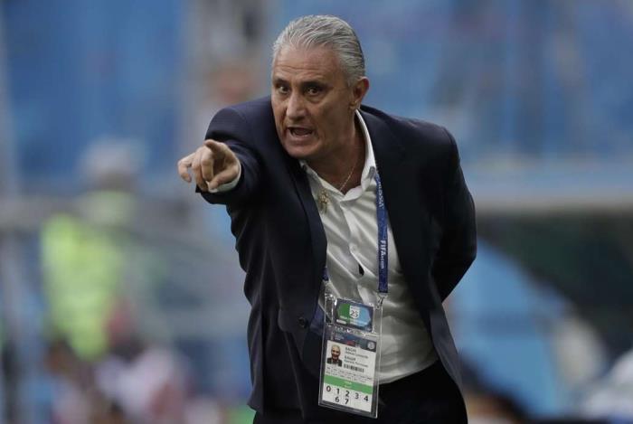 Tite explica substitui��o de Paulinho por Firmino