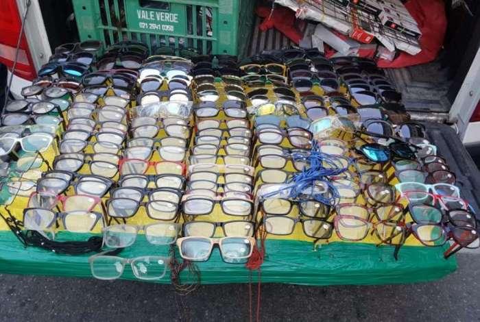 Opera��o especial apreende mercadorias ilegais em Copacabana