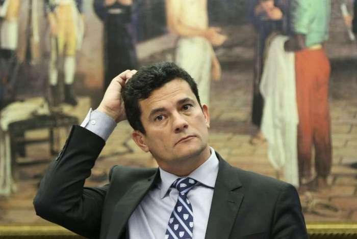 Durante a entrevista, o juiz federal Sérgio Moro afirma que a investigação começou 'muito pequena'